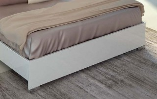 Lacquered Made in Italy Wood Luxury Platform Bed