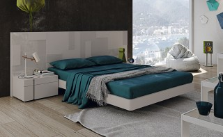 Lacquered Stylish Wood Platform and Headboard Bed