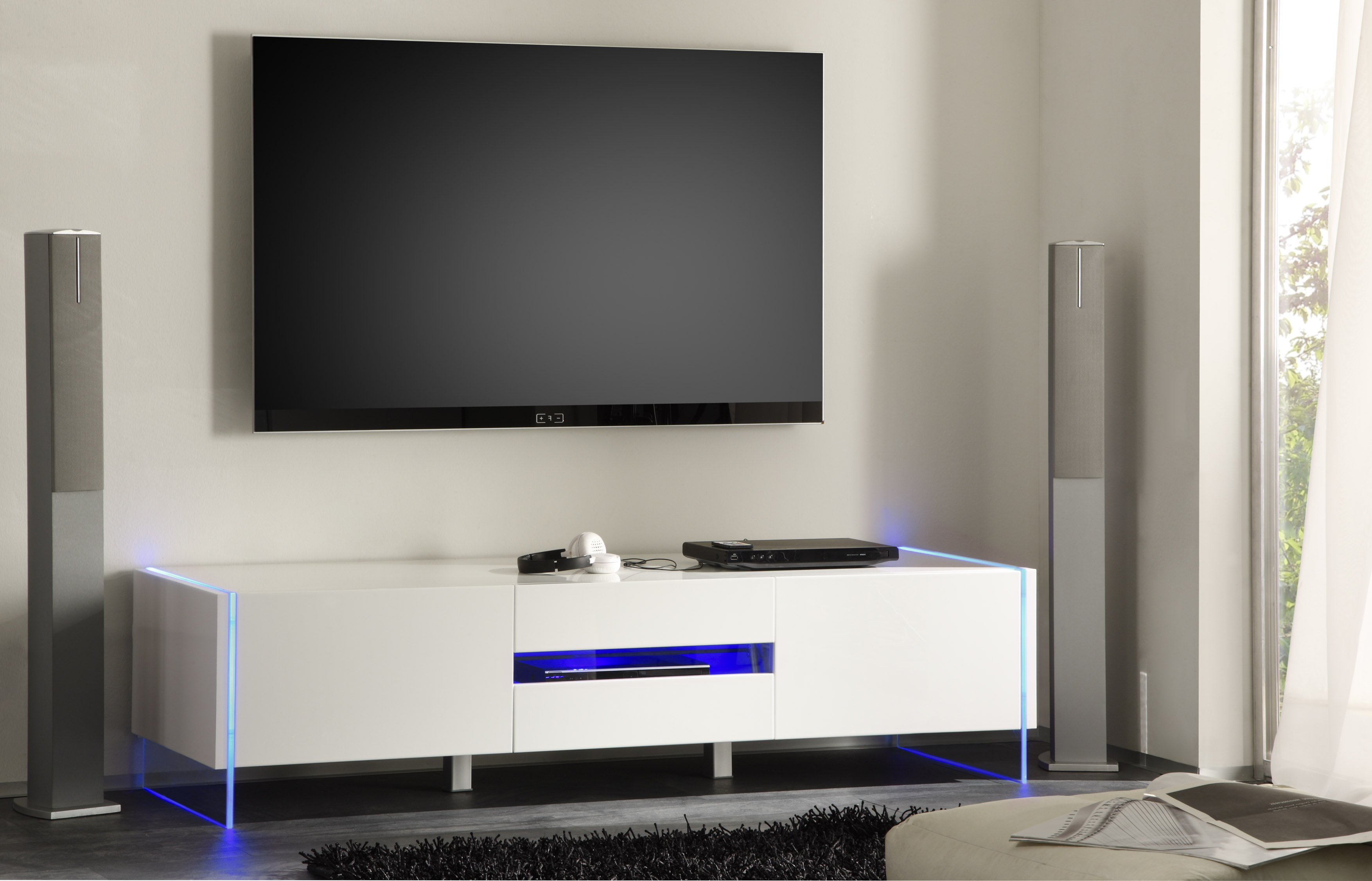 Chic contemporary white glossy tv stand base with led for Table tv design
