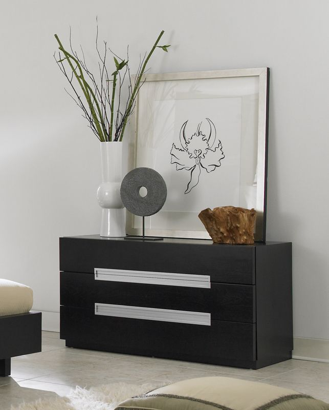 monroe four drawer dresser with groove handles prime