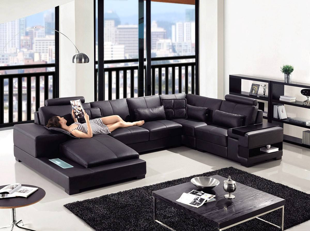 Elite curved sectional sofa in leather with pillows yonkers new york v t285 diamond for Living room with black leather furniture