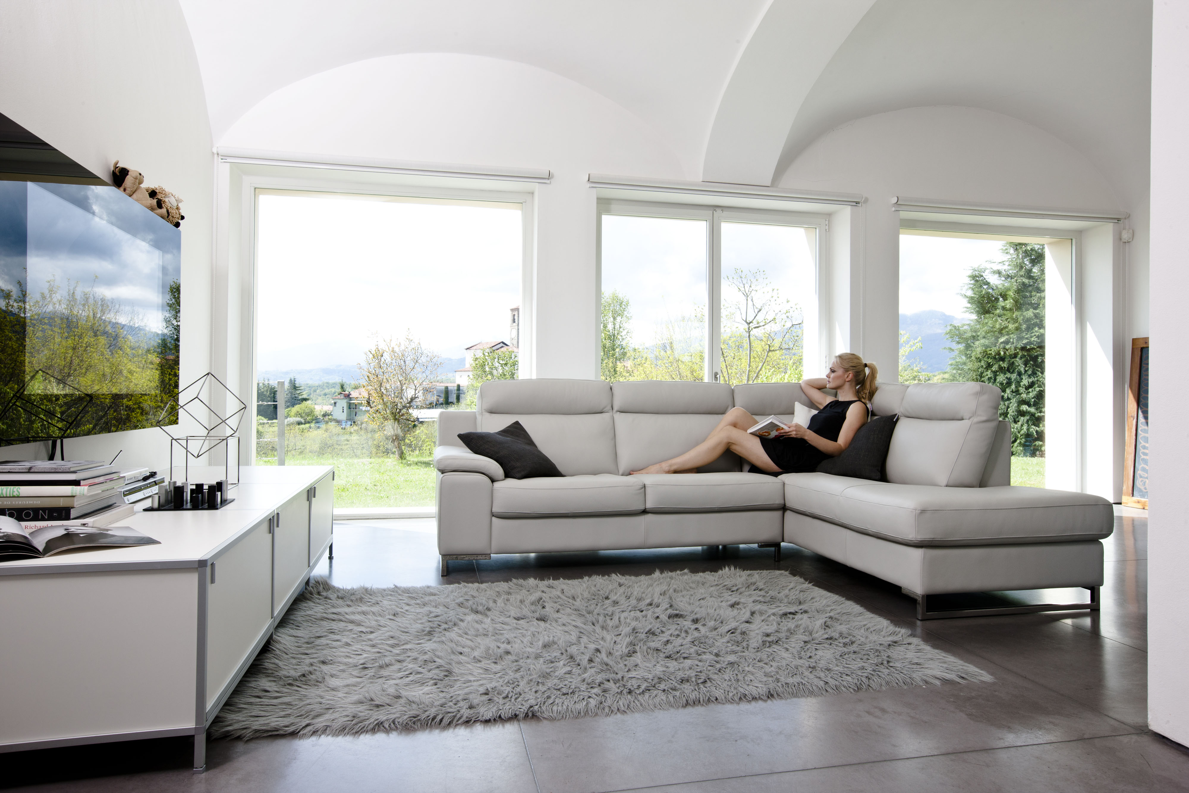 Italian leather sectional set with optional footrest for Modern italian design