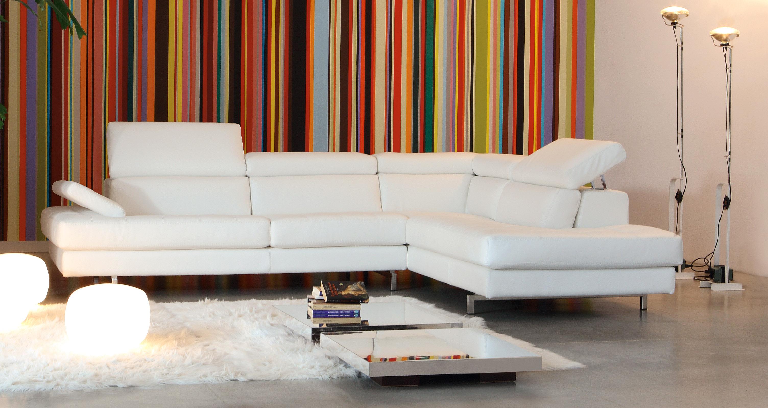 Luxurious Tufted Curved Sectional Sofa In Leather Omaha