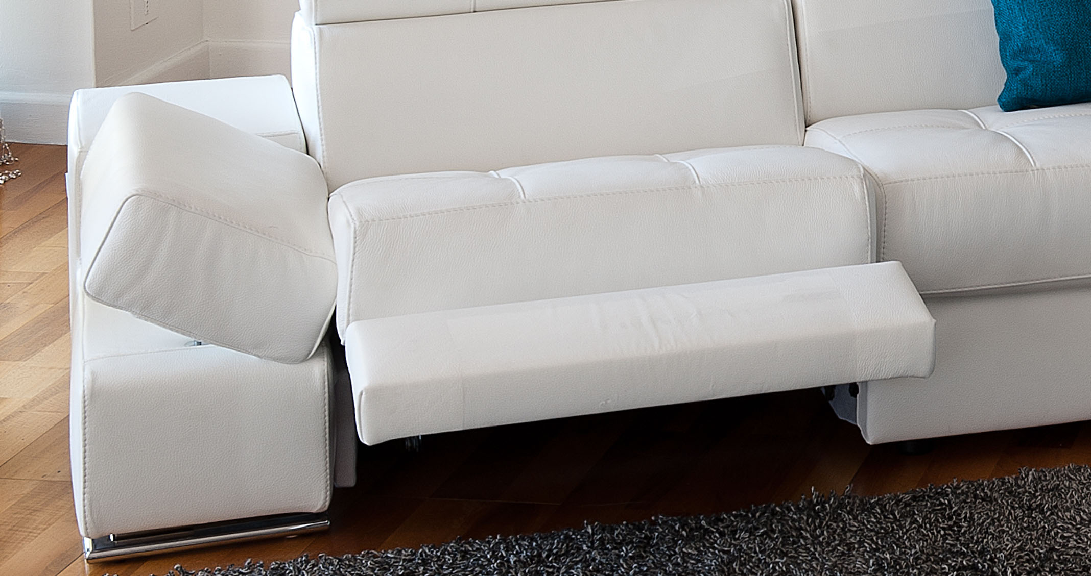 Elegant Curved Sectional Sofa In Leather Moreno Valley