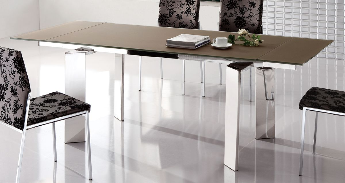 Stylish Extendable Dining Table With Metal Legs