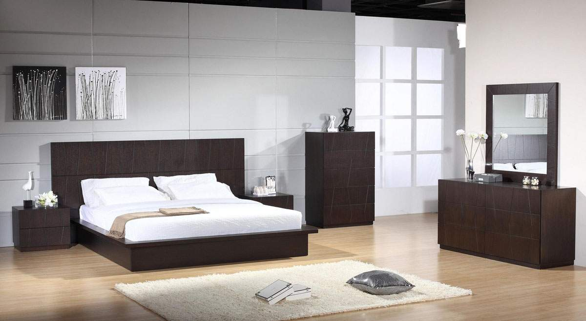 Elegant wood luxury bedroom furniture sets milwaukee for Elegant white bedroom furniture