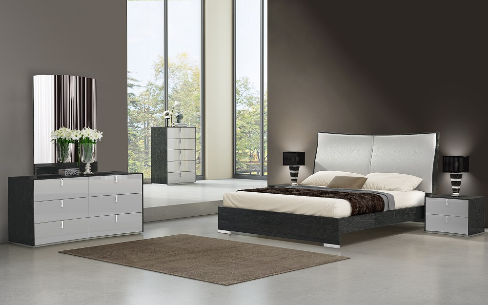 Fashionable Wood Design Master Bedroom with Leather Headboard