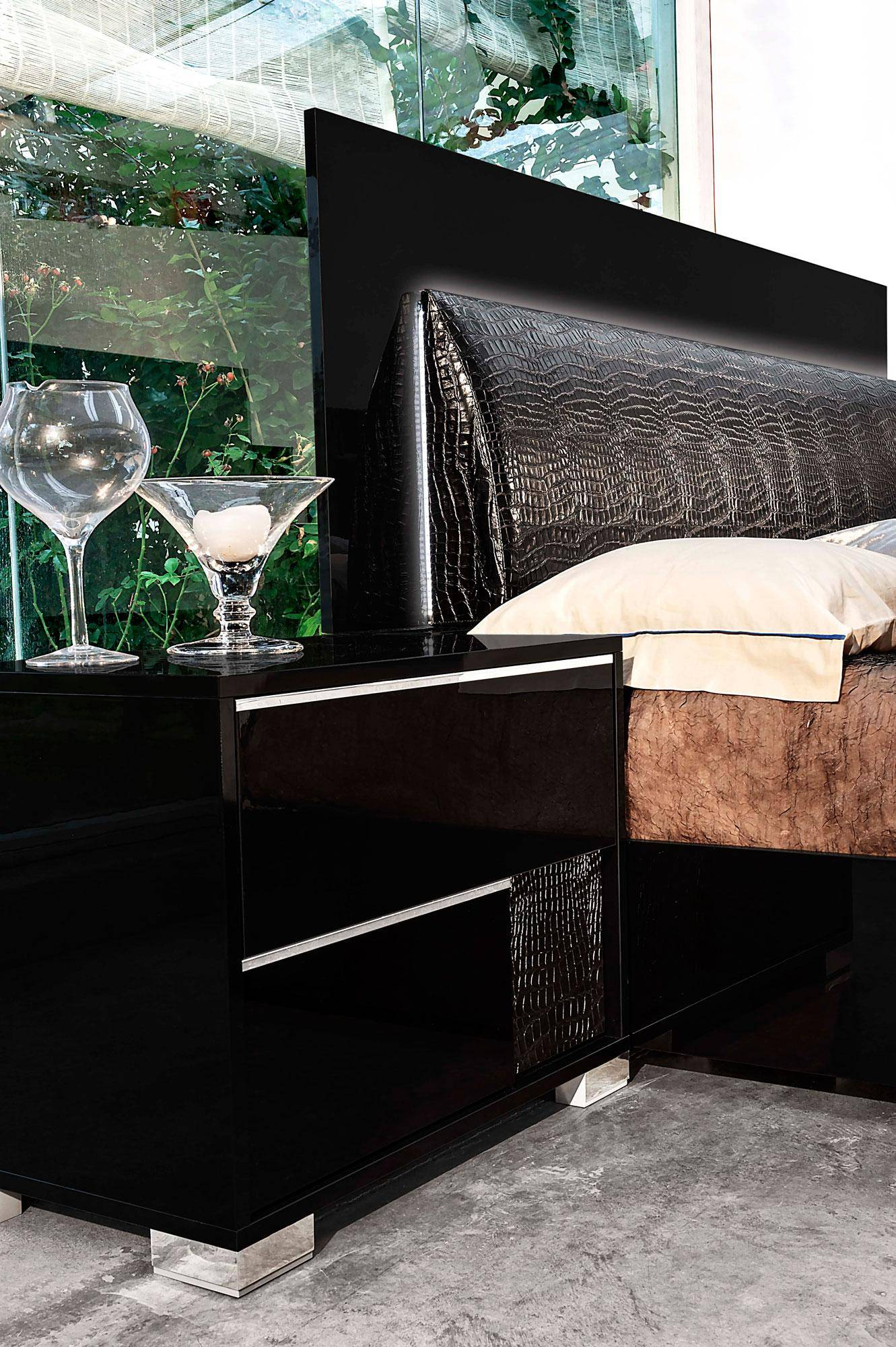 Made in Italy Leather Modern Bedroom Sets feat. Lighting - Click Image to Close