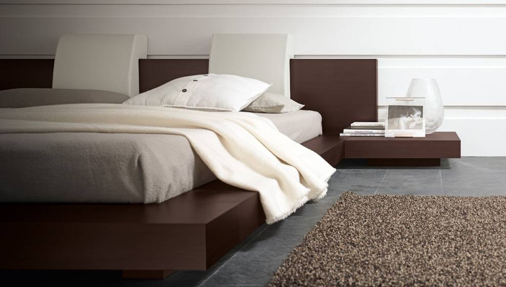 Made in Italy Wood Modern Master Bedroom Set with Headboard Pillows - Click Image to Close