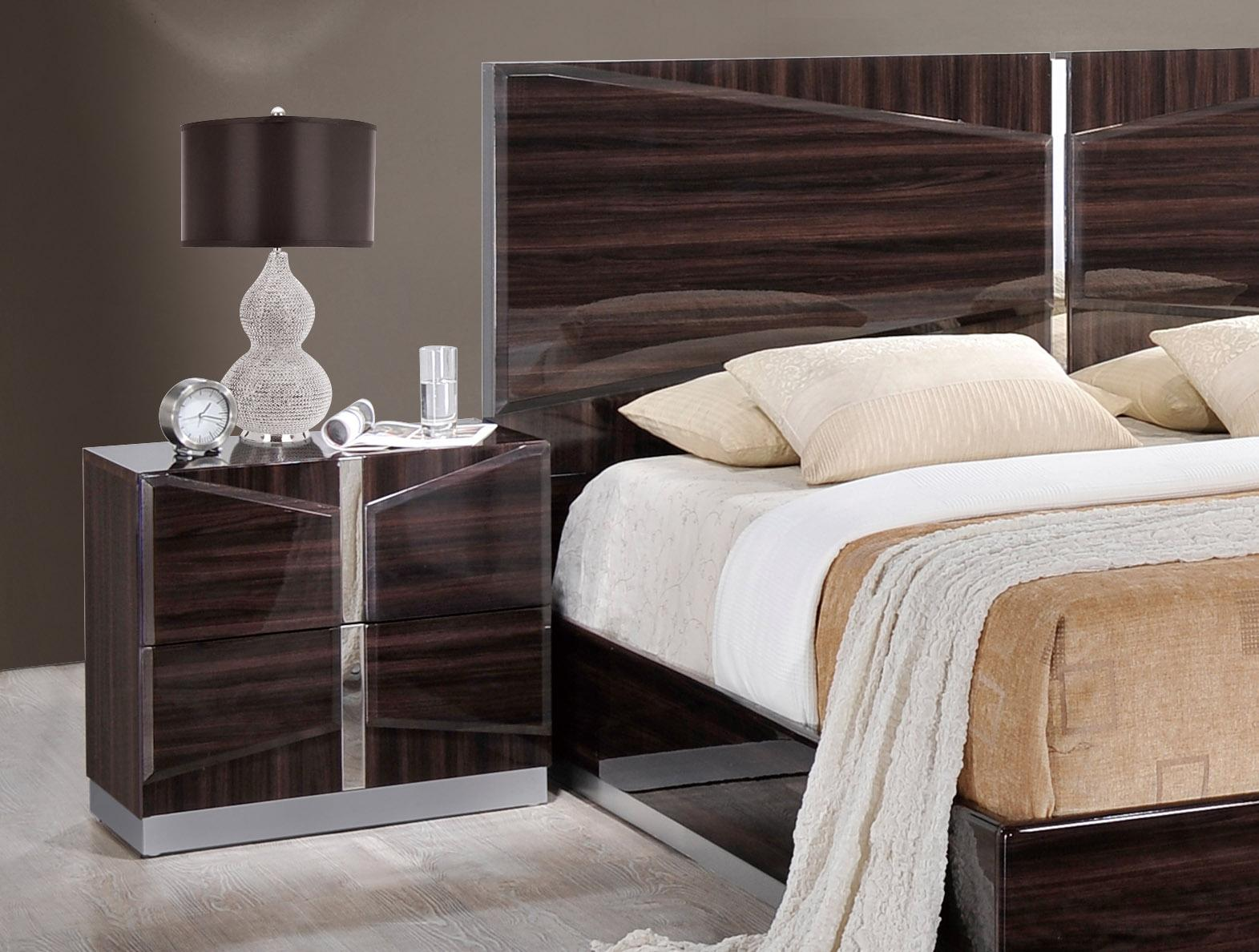 Rich dark brown lacquer bedroom set san antonio texas global sienna Italian master bedroom furniture