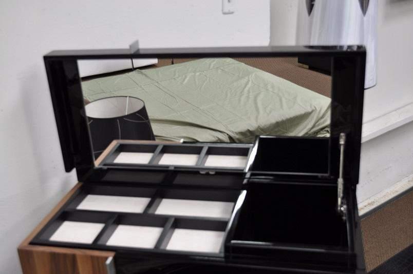 Exclusive Leather Designer Bedroom Set With Blue Light Kansas Missouri Valas