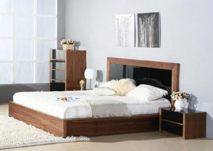Lacquered exclusive wood platform and headboard bed for Exclusive beds