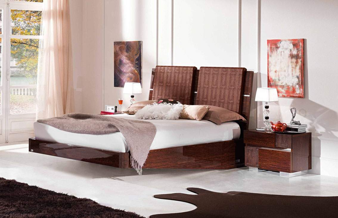 Lacquered Made In Italy Wood Platform And Headboard Bed