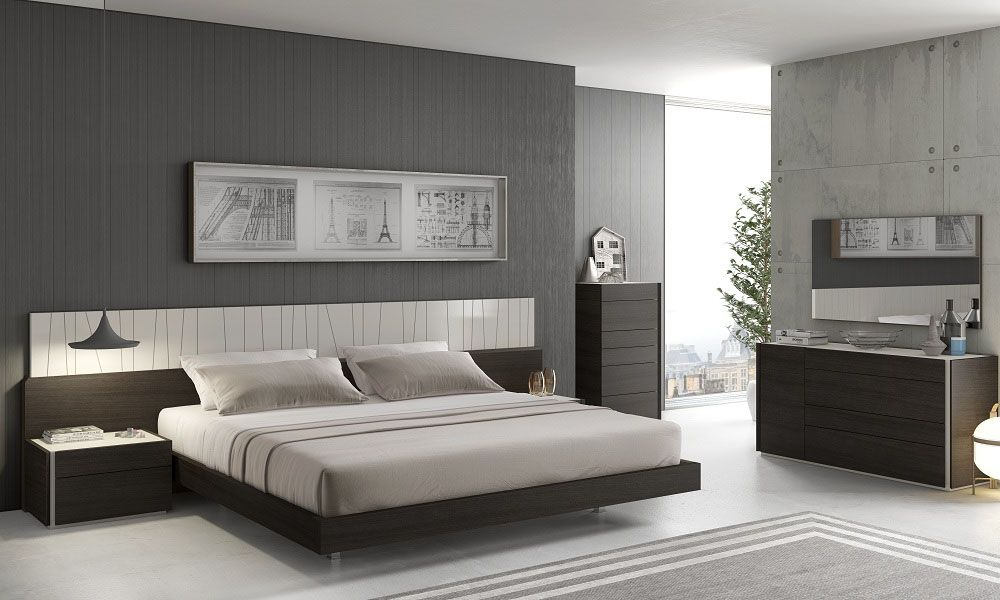 lacquered fashionable wood platform and headboard bed with long panels. Black Bedroom Furniture Sets. Home Design Ideas