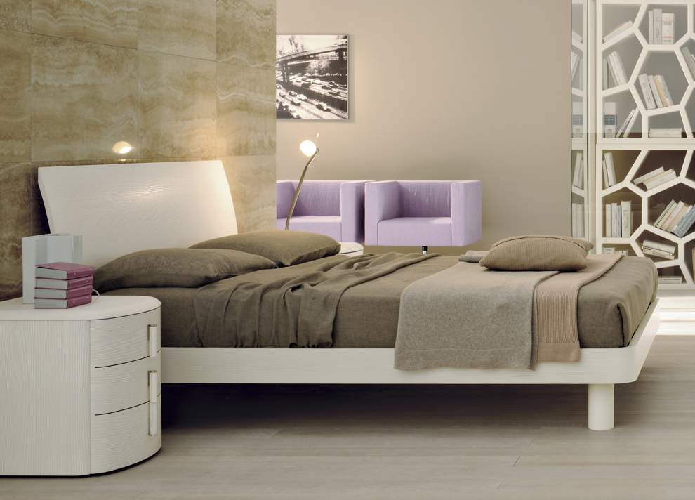 High End Modern Furniture: Lacquered Made In Italy Leather High End Platform Bed With