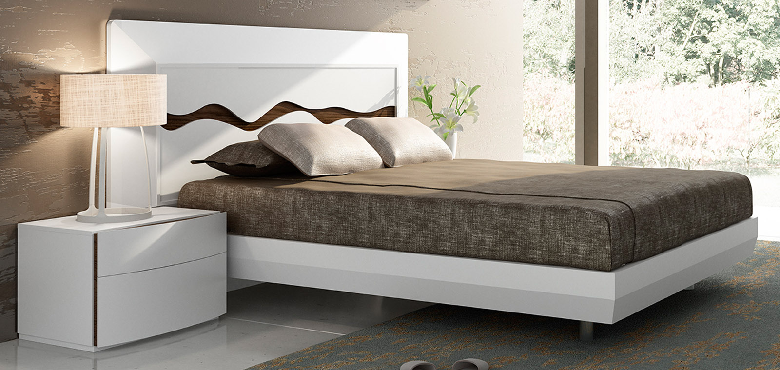 Lacquered Extravagant Quality Modern Platform Bed - Click Image to Close