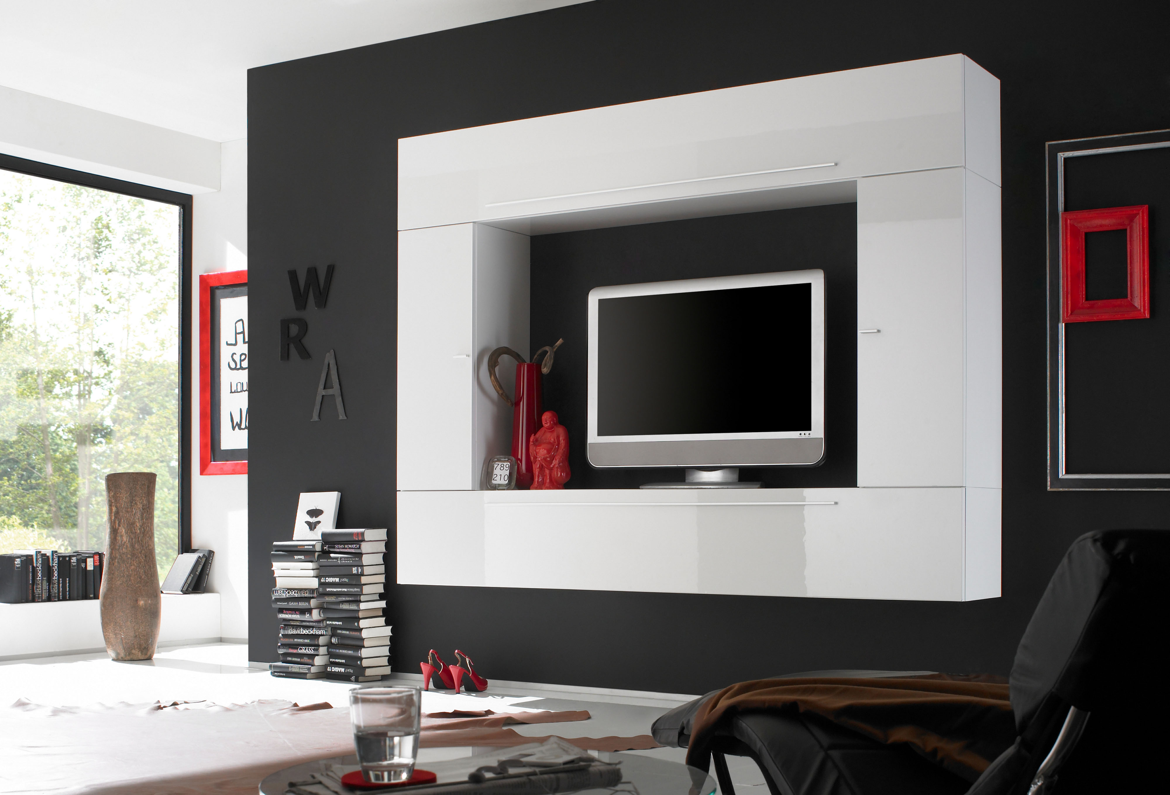 Lacquered Contemporary Wall Unit with Plenty Storage Space